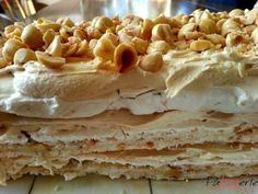Hazelnut meringue with mokka-cream. Dutch Recipes, Sweet Recipes, Baking Recipes, Cake Recipes, Dessert Recipes, Pavlova, Pie Cake, No Bake Cake, Baking Bad