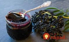 Check out elderberry syrup the latest superfood you need to try to boost your immunity. Try elderberry syrup to make you healthier and feel better. Elderberry Jelly Recipe, Elderberry Jam, Elderberry Benefits, Elderberry Recipes, Jam And Jelly, Jelly Recipes, Simply Recipes, Elderflower, Canning Recipes
