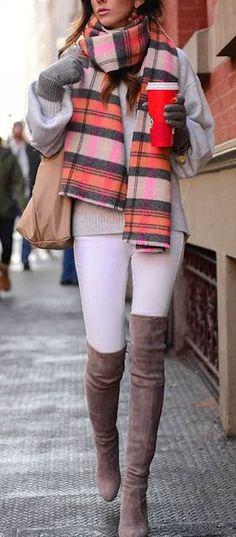 / tartan scarf + knee-length boots negqtive on the white pants Fashion Moda, Look Fashion, Fashion Outfits, Womens Fashion, Fall Winter Outfits, Autumn Winter Fashion, Casual Outfits, Cute Outfits, Outfit Invierno