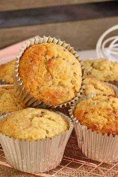 Healthy ABCD Muffins Apple Banana Coconut amp Date ABCD Muffins. so healthy and so easy! These muffins are packed with apple banana coconut and dates which makes them super moist and extra tasty! Best Banana Recipe Ever, Banana Recipes, Cake Recipes, Fun Desserts, Delicious Desserts, Yummy Food, Lunch Box Recipes, Lunchbox Ideas, Snacks Recipes