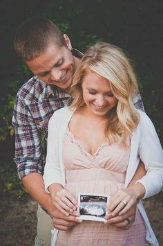 Cutest couple pregnancy photoshoot | 10 Pregnancy Announcement Photo Ideas - Tinyme Blog