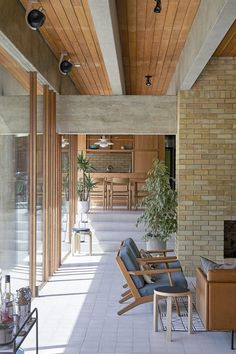 An outstanding location house situated just north of London. The house had a distinct modernist design and interior, with brutalist features. Interior Architecture, Interior And Exterior, Piece A Vivre, Mid Century House, Mid Century Modern Design, Beautiful Interiors, Home Remodeling, Bali, New Homes