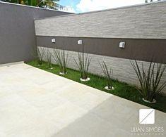 House Fence Design, Exterior Wall Design, Garden Wall Designs, Modern Exterior House Designs, Backyard Garden Design, Small Backyard Landscaping, Patio Design, Backyard Patio, Compound Wall Design