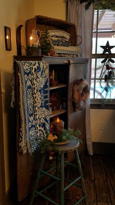 Primitive Living Room, Primitive Homes, Primitive Furniture, Primitive Country, Country Cupboard, Rustic Farmhouse Decor, Country Decor, Rustic Decor, Prim Decor