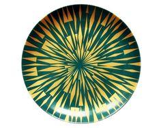 7. Iris Esmeralda, de porcelana com decalque aplicado à mão, 30 cm de diâm., do Studio Cris Azevedo, R$ 260