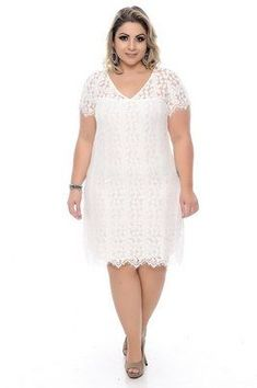Vestido Plus Size Syndra White Plus Size Dresses, Plus Size Wedding Guest Dresses, Big Size Dress, Plus Size Gowns, Curvy Girl Outfits, Curvy Girl Fashion, Lace Dress, White Dress, Vestidos Plus Size