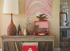 Merry Christmas retro style from the Holiday Home Tour of @hulaseventy. Check out the rest!