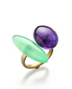 Etsuko Sonobe Pebbles ring, 20kt gold, chrisopase, amethyst.
