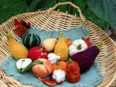 Eggplants, pumpkins and bumpy gourds! Felt Diy, Felt Crafts, Diy Crafts, Felt Fruit, Felt Play Food, Food Stands, Sewing Toys, Nature Crafts, Diy Toys