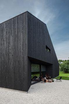 A Minimalist Villa Designed By FillieVerhoeven Architects Villa Design, Facade Design, House Design, Conception Villa, Wooden Facade, Dark House, Timber Cladding, Fancy Houses, Black Exterior