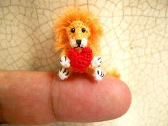 inch Lion Holding Heart - Micro Crochet Miniature Animal - Made To Order Cute Lion, Tiny Dolls, Amigurumi Toys, Crochet Animals, Embroidery Thread, I Love Cats, Lions, Free Crochet, Crochet Patterns