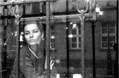 Sanki nedir bir sonbahar yağmurunun anlamı, Bir kadın bir pencerede yalnızken.... ....Edip Cansever....