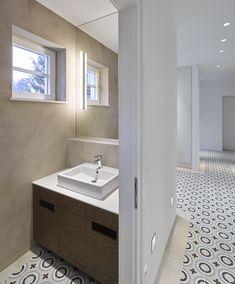 Haus 1180 | Mayr & Glatzl Innenarchitektur GmbH Villa, Bathroom Lighting, Vanity, Interiors, Mirror, Furniture, Home Decor, Attic Rooms, Interior Designing