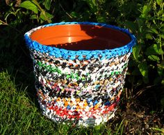 Planter with plarn coat recycled upcycled crocheted by haubenmeise, Plastic Bag Crochet, Old Sheets, Recycled Plastic Bags, Plastic Shopping Bags, Ways To Recycle, Flower Pots, Flowers, Yard Art, Upcycle