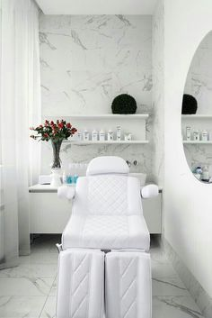 Professional clean and neat in a few feet's space spa interior, beauty salon decor treatment Beauty Room Salon, Beauty Salon Design, Beauty Salon Interior, Beauty Studio, Beauty Salons, Clinic Interior Design, Clinic Design, Design Clinique, Schönheitssalon Design