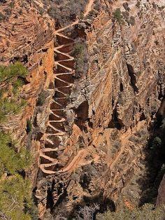 Los meneos, rastro de Walter, en el camino a los ángeles que aterrizan en el parque nacional de Zion, Utah, EE.UU.