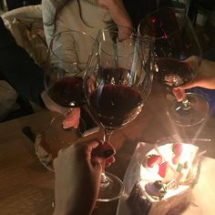 best ideas for party alcohol night Alcohol Aesthetic, Wine Mom, Aesthetic Photo, Aesthetic Hair, Best Part Of Me, Night Life, Red Wine, Alcoholic Drinks, Food And Drink