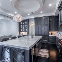 beautiful kitchen- would love with white or light gray colored cabinets