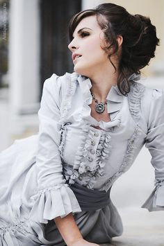 Sometimes I think I was born in the wrong century. Old fashioned clothes are just so pretty!