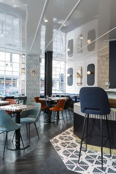 Au rez-de-chaussée, le restaurant de l'hôtel a été confié à David Lahner  déjà à l'origine des succès de Vivant, Racines, Racines 2 et du Caffé Stern