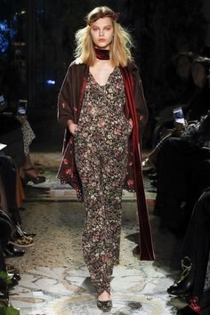 Luisa Beccaria Fall 2017 Ready-to-Wear Fashion Show Collection: See the complete Luisa Beccaria Fall 2017 Ready-to-Wear collection. Look 14 Catwalk Fashion, Fashion 2018, Fashion Week, High Fashion, Fashion Outfits, Women's Fashion, Luisa Beccaria, Dressed To The Nines, Fashion Show Collection