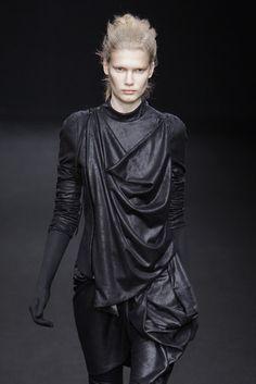 For Asha/Yara Greyjoy Dark Fashion, High Fashion, Fashion Show, Fashion Outfits, Fashion Design, Dystopian Fashion, Cyberpunk Fashion, Runway Fashion, Fashion Beauty