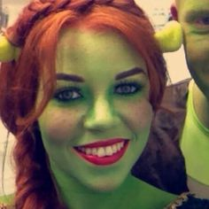 Lots of inspiration, diy & makeup tutorials and all accessories you need to create your own DIY Shrek Princess Fiona Costume for Halloween. Maske Halloween, Halloween Party Kostüm, Halloween Karneval, Cool Halloween Makeup, Cute Halloween Costumes, Halloween 2019, Halloween Cosplay, Diy Costumes, Halloween Make Up
