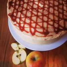 Apple and salted caramel cake Salted Caramel Cake, Waffles, Treats, Apple, Baking, Breakfast, Food, Sweet Like Candy, Apple Fruit