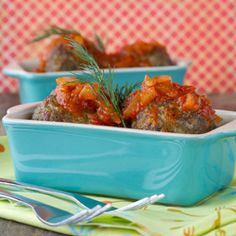 Meat and Spinach Meatballs and Roasted Pepper Sauce. The recipe ( in French) looks delicious! Pork Recipes, Paleo Recipes, Paleo Meals, Spanish Meatballs, Paprika Sauce, Roasted Peppers, Different Recipes, Popular Recipes, Tasty Dishes