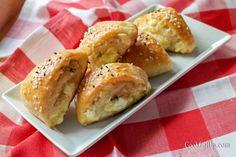 Γρήγορα τυροπιτάκια με ζύμη μαγιάς Hot Dog Buns, Hot Dogs, Spanakopita, Easy Snacks, Brunch, Bread, Breakfast, Ethnic Recipes, Food