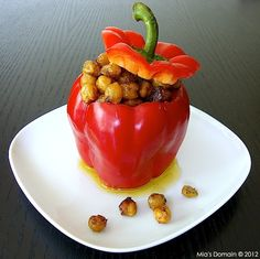 Crispy Garlic Chickpea Stuffed Red Pepper - http://www.miasdomain.com/2012/03/crispy-garlic-chickpea-stuffed-red.html