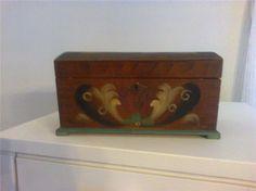 retro liten kista i vacker kubitsmålning på Tradera.