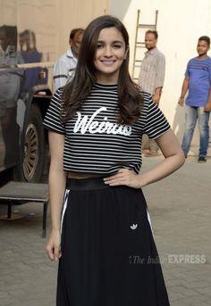 Alia Bhatt promoting at Mehboob studio. Bollywood Photos, Bollywood Stars, Bollywood Fashion, Celebrity Outfits, Celebrity Style, Aalia Bhatt, Alia And Varun, Beautiful Bollywood Actress, Indian Celebrities