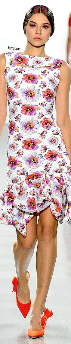 Chiara Boni La Petite RTW Spring 2019 Floral Fashion, Love Fashion, Play Dress, Couture Fashion, Fashion Designers, Peplum Dress, Product Description, Gowns, Spring