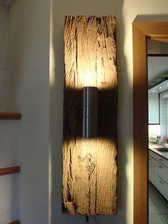 Design Wandlampe, Wandstrahler, Wandleuchte 73cm aus historischem Holz gefertigt