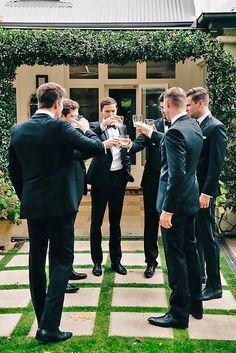 Groomsmen Wedding Photos, Groomsmen Poses, Groom And Groomsmen, Wedding Groom, Groomsmen Suits, Groom Poses, Wedding Fotos, Wedding Pics, Wedding Day