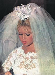 Brigitte Bardot. Love her mini floral crown !