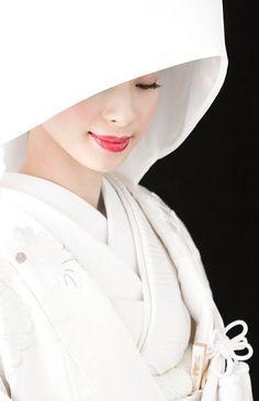 Kimono for the traditional Japanese wedding ceremony. Japanese Wedding Kimono, Japanese Kimono, Japanese Girl, Traditional Wedding, Traditional Outfits, Traditional Japanese, Japanese Beauty, Asian Beauty, Wedding Costumes