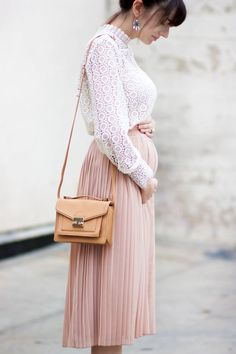 Los Angeles Fashion Blogger showing off her maternity style in a blush pleated skirt