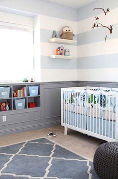 Chambre bébé très reposante. Nous aimons beaucoup les rayures au mur.