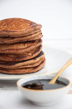 Vegan Gingerbread Pancakes and date syrup