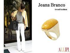 Bom dia! Jeans Branco uma das peças que tem a cara da estação, peça fashion. #allipi #pedrasnaturais #allipi #moda #look #amazonitaamarela #semijoias #atacado #showroom #joiasfolheadas