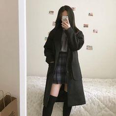 Korean Girl Fashion, Ulzzang Fashion, Korean Street Fashion, Kpop Fashion Outfits, Korean Winter Fashion Outfits, Asian Fashion Style, Fashion Pants, Autumn Fashion, Plaid Fashion