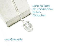 **Kette Eichel**, versilbert, mit Eichel aus Glas. Die Kette ist ca. 42 cm lang, die Eichel mit versilbertem Käppchen und Glaskugel ist ca. 15 mm groß. Diese Halskette ist sofort lieferbar. Auf...