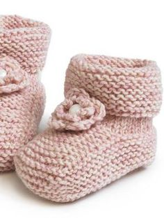 Vauvan tossut Have to translate this to english Baby Hats Knitting, Baby Knitting Patterns, Knitting Socks, Crochet For Kids, Crochet Baby, Knit Crochet, Knitted Booties, Boy Blankets, Wool Socks