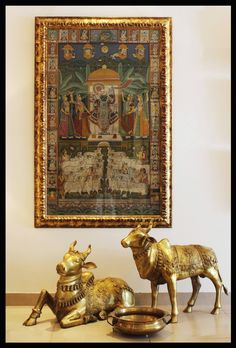 Home art deco display Ideas Ethnic Home Decor, Asian Home Decor, Altar, Indian Interior Design, Interior Ideas, Pichwai Paintings, Pooja Room Design, Mandir Design, Home Temple