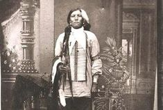 Check out this site for facts and information about Crazy Horse. Short biography of Crazy Horse, a famous leader of the Sioux tribe. Information and interesting facts about Crazy Horse Native American History, Native American Indians, American Symbols, Battle Of Little Bighorn, Crazy Horse Memorial, First Nations, Way Of Life, Nativity, Documentaries