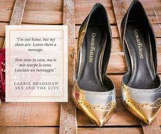 """""""I'm not home, but my shoes are. Leave them a message.  Non sono in casa, ma le mie scarpe lo sono. Lasciate un messaggio"""" Carrie Bradshaw, Sex and the City"""