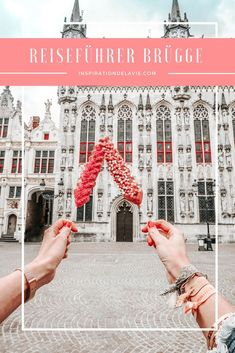 Bruges travel guide - sights and historical highlights - The most beautiful places, views and sights in Bruges, as well as activities, insider tips, culinar - Europe Destinations, Budget Travel, Travel Guide, Okinawa, Reisen In Europa, Boat Tours, Travel Aesthetic, Nightlife Travel, Culture Travel