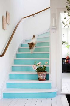 Mal den gamle trappen, den blir som ny for Pantone, Sweet Child O' Mine, House Painting, Cottage Style, Beautiful Homes, New Homes, Stairs, Inspiration, Instagram